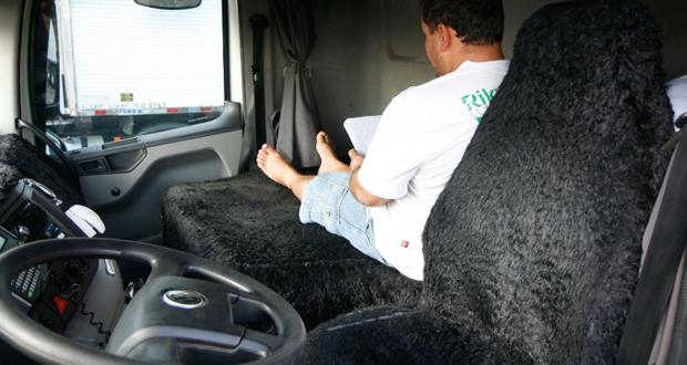 Lei do caminhoneiro e a jornada de trabalho dos motoristas