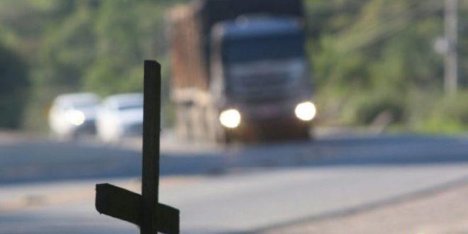 Pais de motorista morto em assalto na estrada devem receber indenização